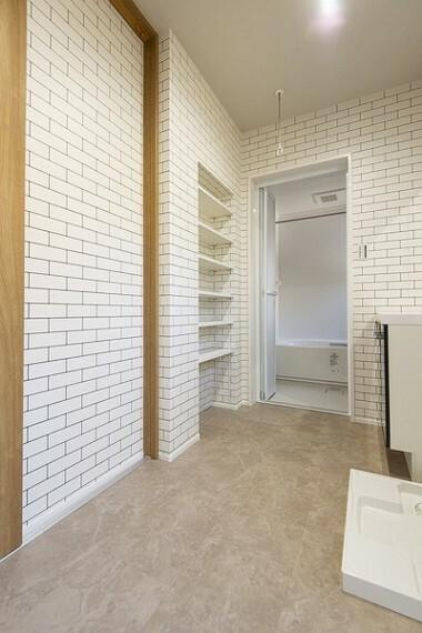同仕様写真(内観) 1.5坪の洗面スペースは余裕のある空間で家事同線の良い間取り