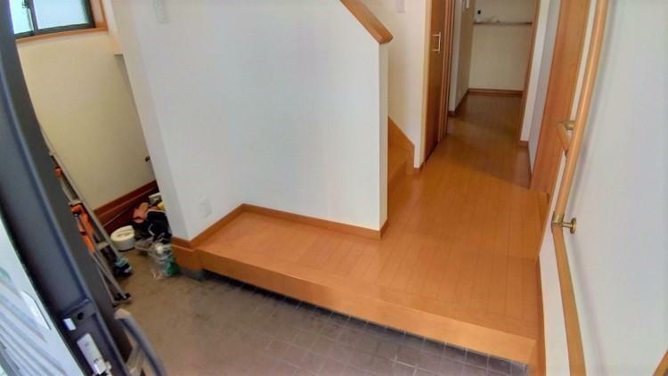 玄関 幅がある広々とした玄関スペースは、3人並んでの下足もへっちゃら!