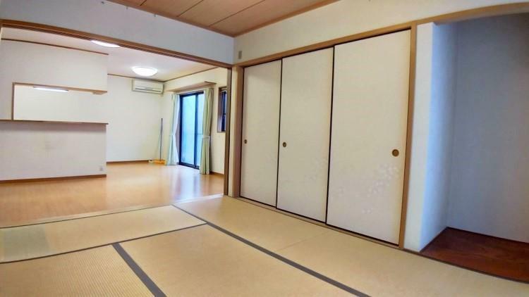 和室 和室には床の間もあり、客用布団もすっぽり収納できる大きな収納もあります。リビングの季節家具などをしまっておくのにも便利ですね。