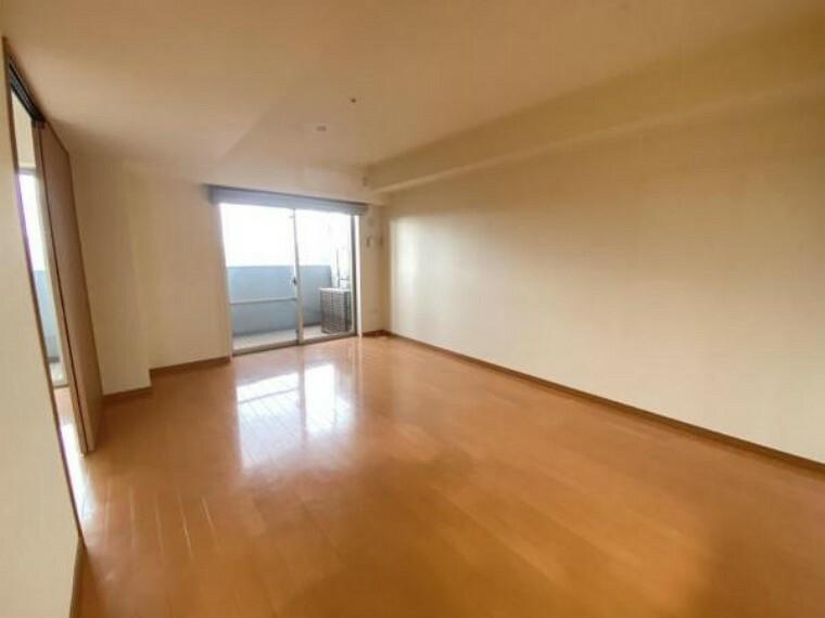 居間・リビング リビング写真 リビングも広くソファーやテーブルなどを置いてもゆとりがございます。