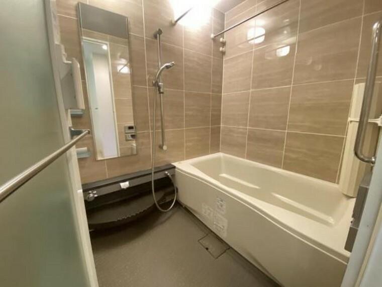 浴室 バスルーム。 ゆとりのある空間で足を伸ばして、ゆったりご入浴頂けます。