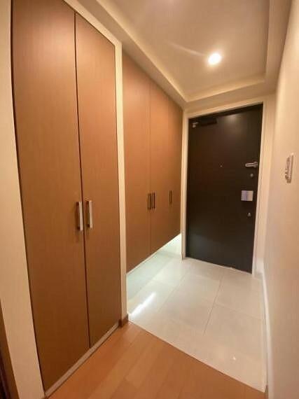 玄関 玄関写真 シューズボックスも一面あり玄関回りもスッキリしますね。