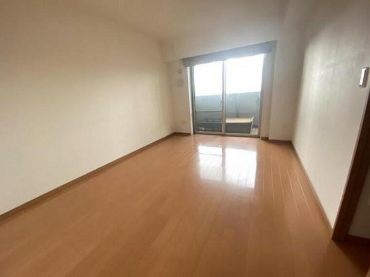 洋室 洋室。 洋室も広く、開放感がございます。