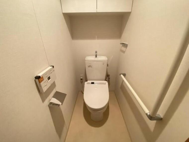 トイレ 白を貴重とした清潔感のあるトイレスペース。