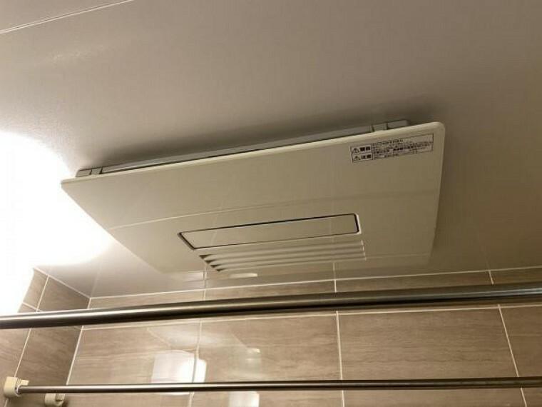 現況写真 浴室乾燥機 梅雨時期の洗濯物や浴室暖房でポカポカです。