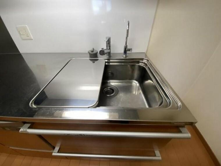 キッチン キッチンシンク。 広さがり、洗い物もしやすくなっております。