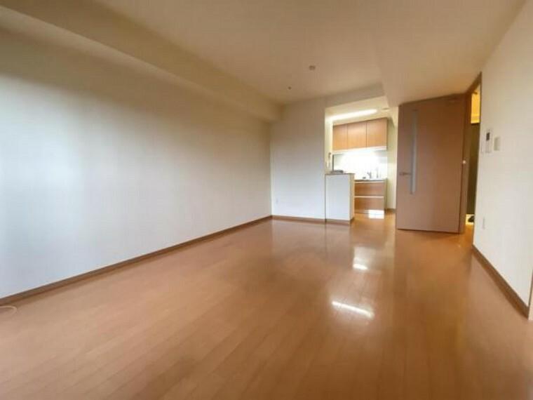 居間・リビング リビング写真。 ゆったりと広さがあり、開放的なリビング。