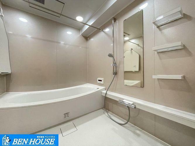 浴室 浴室換気乾燥暖房機付きシステムバス・雨の日のお洗濯物にも大活躍の浴室乾燥機付きのバスルーム!・浴室暖房は冬のヒートショック防止に大変役立ちます・お手入れもしやすい浴室です