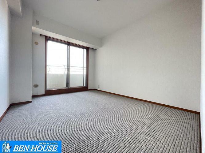 洋室 洋室6.5帖・居室4室はともに6帖超と広々で、どちらのお部屋でもゆったり過ごせます・現地へのご案内はいつでも可能です・住宅ローンのご相談も賜ります・是非 ご確認ください
