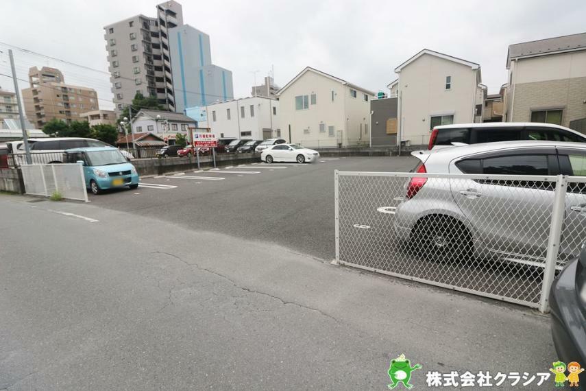 現況写真 前面道路7m。ゆとりのある広さです。車の出入りがしやすく開放感がありますよ。(2020年7月撮影)