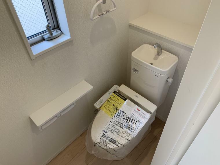 トイレ トイレは2ヶ所設置で混雑しがちな朝も人がたくさん集まった時も安心です
