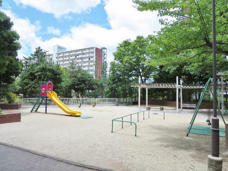敷地内には公園もありますので、子育て環境にもおすすめです!