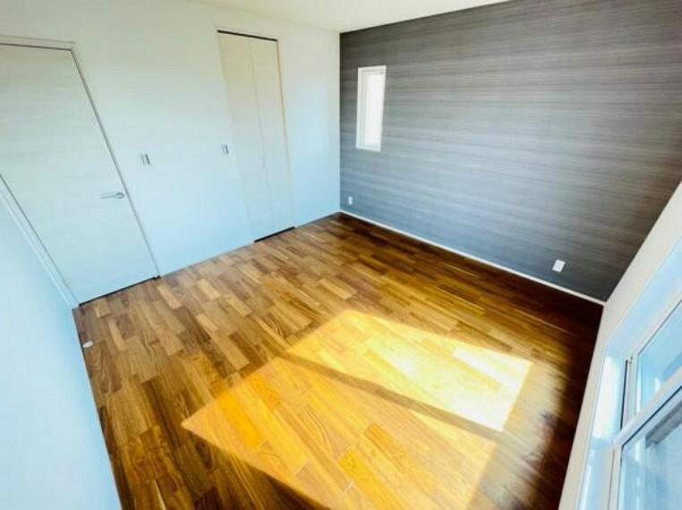 洋室 (洋室)アクセントクロスが可愛らしい洋室!シンプルな家具も映えます!