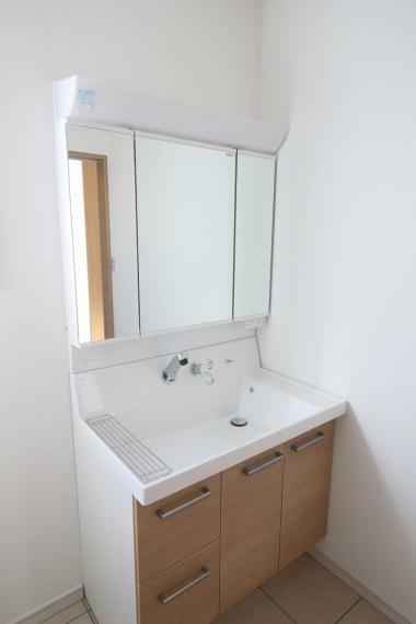 洗面化粧台 ゆったりと使える洗面台!