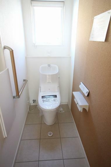 トイレ 安全な手すり付き!