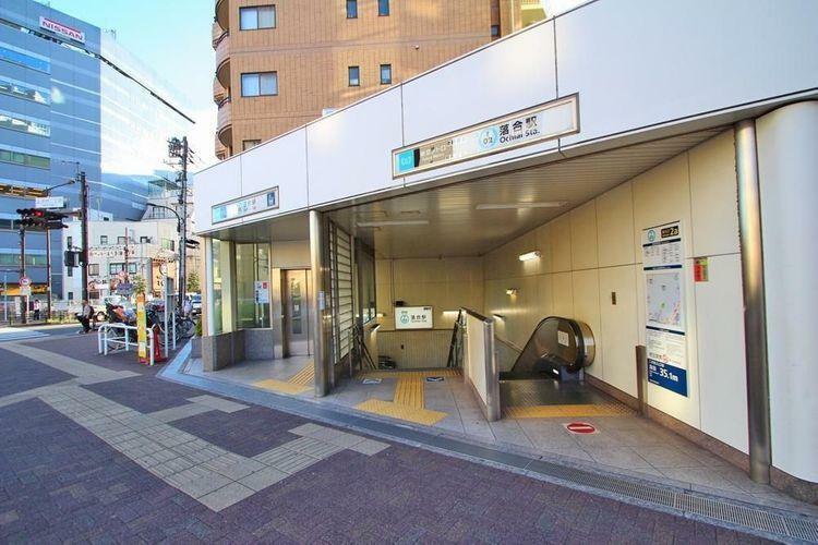 落合駅(東京メトロ 東西線) 徒歩7分。