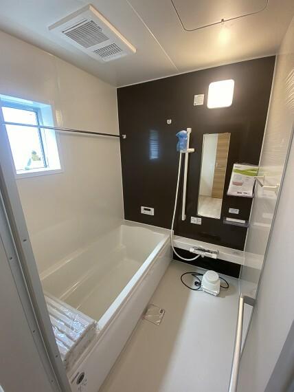 浴室 浴室乾燥機完備。雨の日は浴室でお洗濯物を乾かす事が出来ますよ。