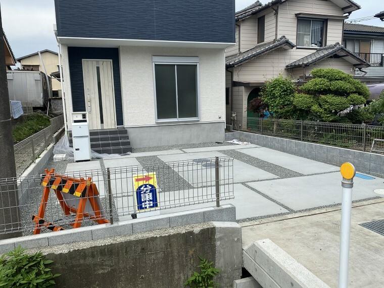 駐車場 コンクリートで整備された駐車場は2台停めても余裕があります。