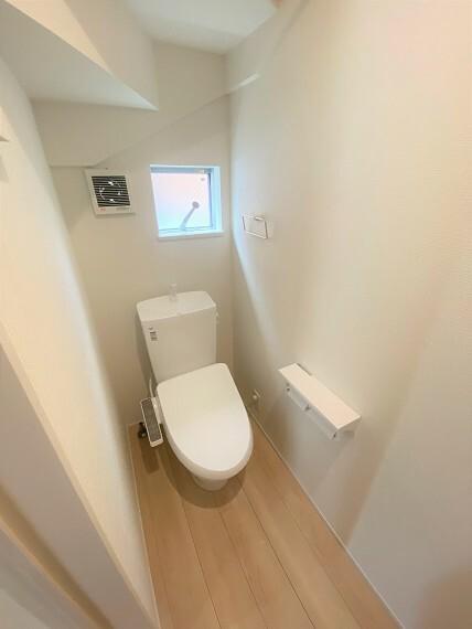 トイレ 階段下スペースを有効利用