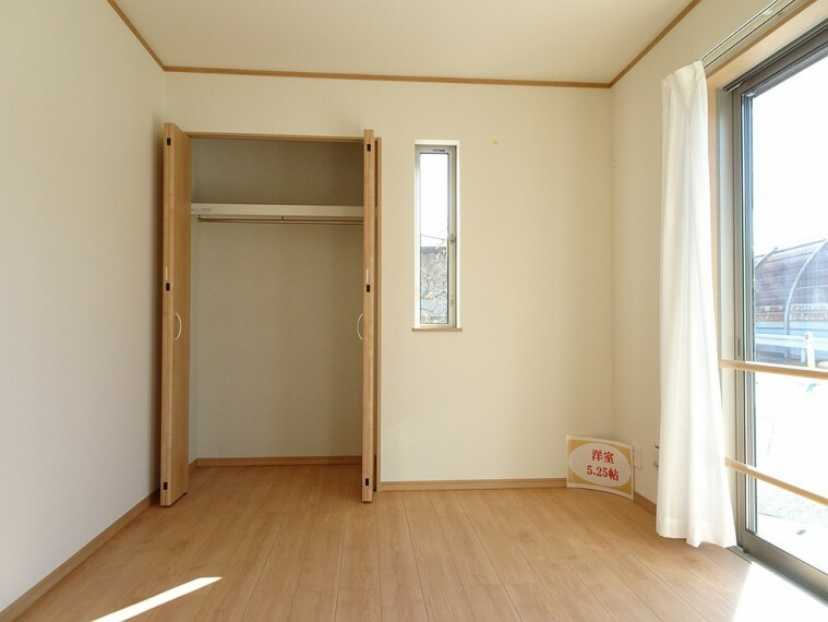 洋室 施工例 1階 洋室 来客時にも重宝するお部屋です 物入も付いてますのでテーブルや椅子の収納にも最適です