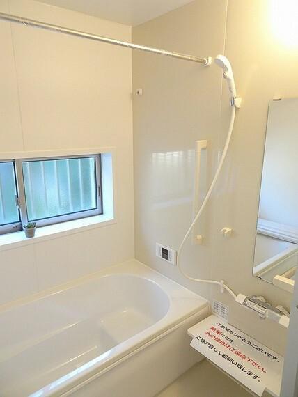 浴室 施工例 室内干しに便利な浴室乾燥機、暖房、涼風、24時間換気扇付きのシステムバスです