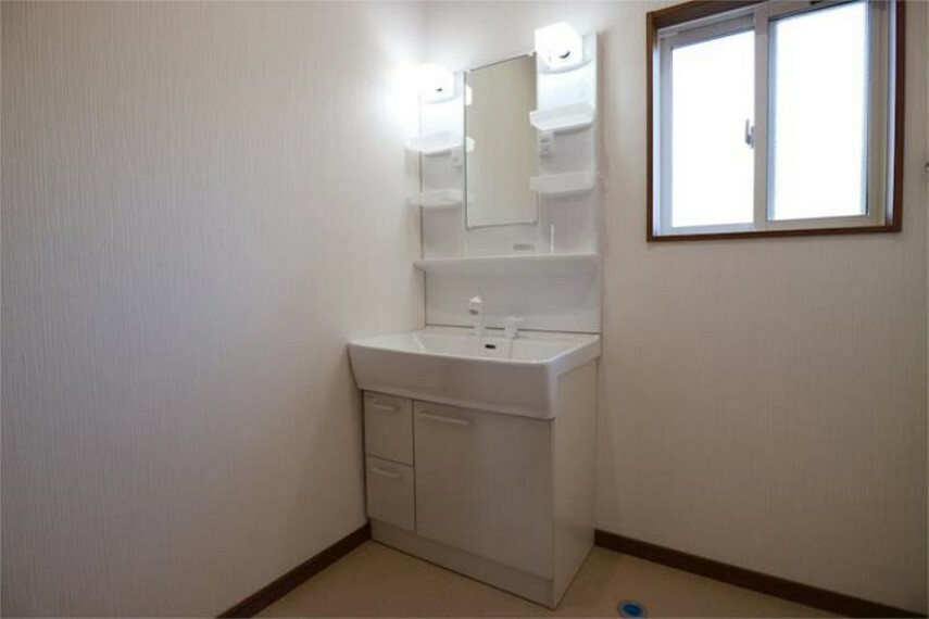 洗面化粧台 コンパクトで使い勝手の良い洗面台。