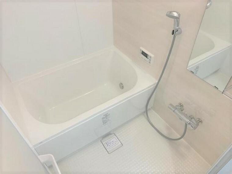浴室 ピカピカのバスルームでリラクゼーションタイム