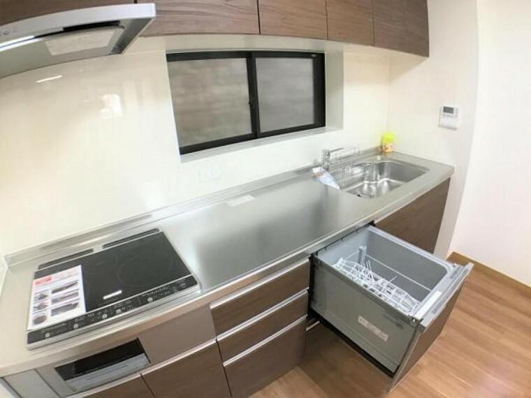 キッチン キッチンはIHヒーターと食洗器付きなので家事の負担を軽減してくれます。