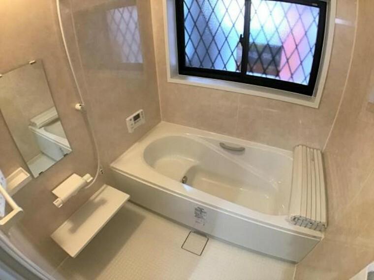 浴室 ゆったりサイズの浴室で一日の疲れを癒してくれます。