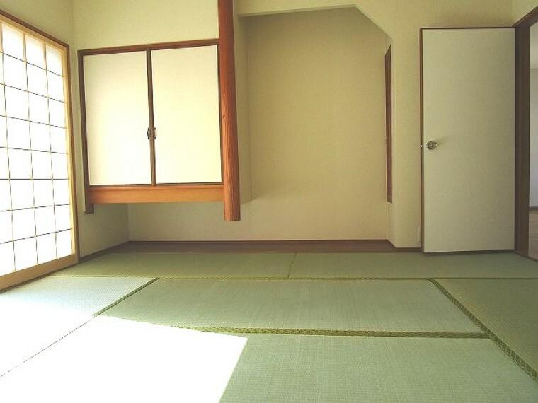 和室 1階 和室 床の間あり 障子からの採光が落ち着きます