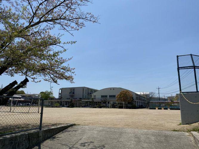 小学校 浅口市立六条院小学校 徒歩15分。