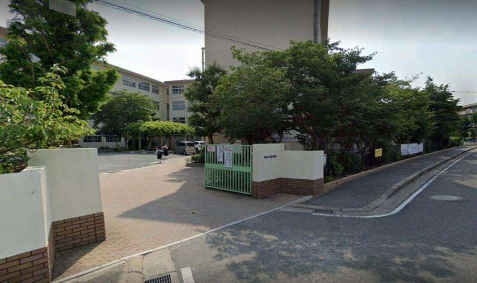 中学校 周辺 福岡市立高取中学校