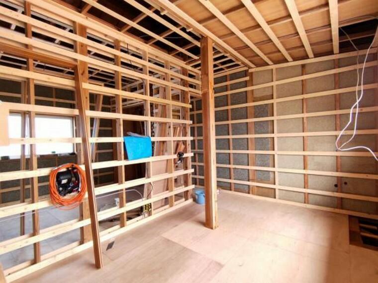 【リフォーム中】2階北側和室は洋室6帖に変更予定です。ここは壁天井のクロス張替え、床はフローリングで施工を行います。押お子様のお部屋としてもいいですね。