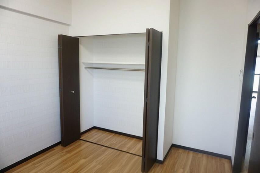 子供部屋 広めのクローゼットがある5帖の洋室です。荷物もすっきり片付けられ、ゆとりのある暮らしが出来ます^^