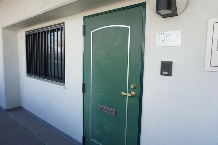玄関 緑色がオシャレな玄関です^^