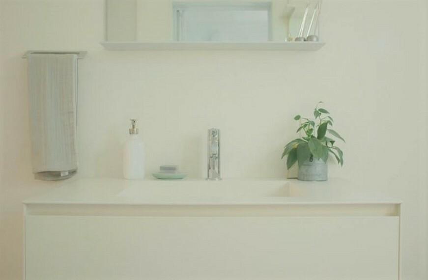 洗面化粧台 ホワイトで統一された洗面所はインテリアが映えますね^^