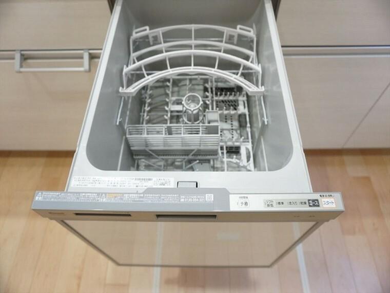 キッチン 同仕様写真。炊事時間を大幅に短縮できる食器洗浄乾燥機付きキッチンです^^冬場の洗い物で手荒れの悩みもなくなります。