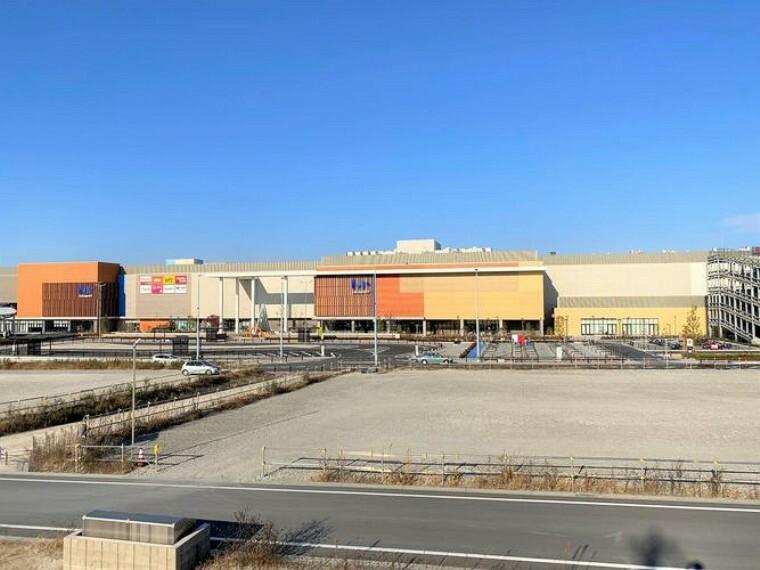 ショッピングセンター 三井ショッピングパークららぽーと愛知東郷 徒歩10分。