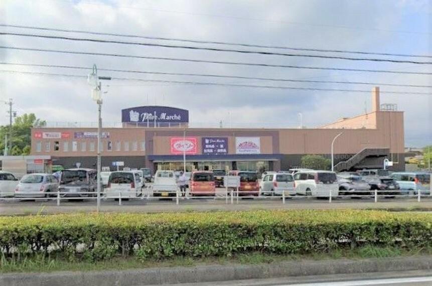 ショッピングセンター パレマルシェ東郷 徒歩31分。