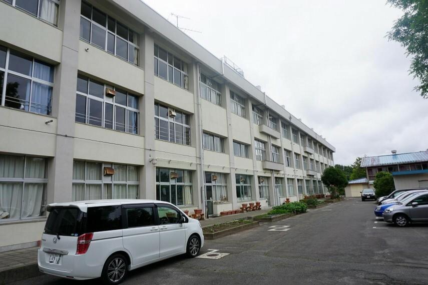中学校 八木山中学校まで徒歩22分または自転車10分