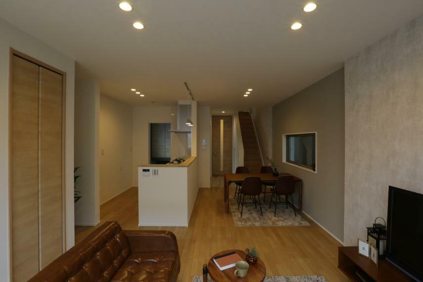 ダイニングキッチン キッチンを中心とした回遊動線を設けました。家事が楽になる間取りです。(3号棟)
