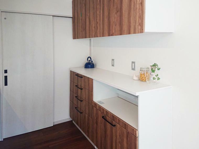 キッチン 大容量のキッチンボード付き。