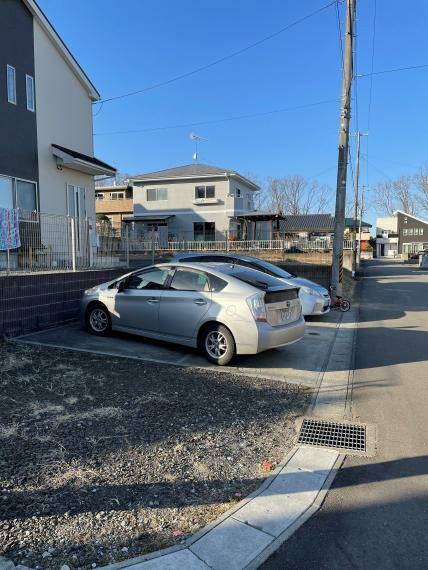 駐車場 駐車場3台分なので家族それぞれ車を所有できます。駐車場/砂利・土間コンクリート各1台分