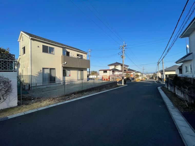 周辺の街並み 高台から仙台湾を望む分譲地『長瀞ガーデン』の角地に立地。南側は道路なので採光はバッチリ取れます。