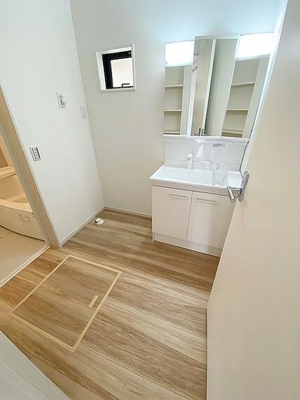 洗面化粧台 洗面スペースには床下収納付です。