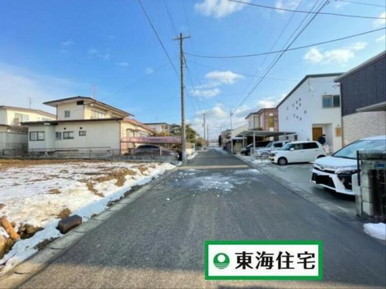現況写真 (前面道路)広々6mなので駐車も簡単!