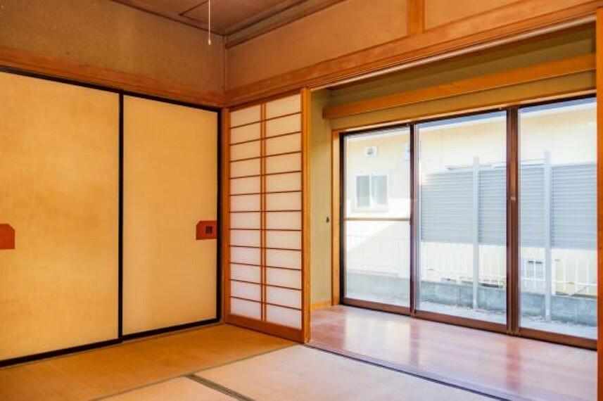 【リフォーム中】南西側6帖和室は洋室に変更します。南側からの採光と風で、気持ちのいい生活ができます。
