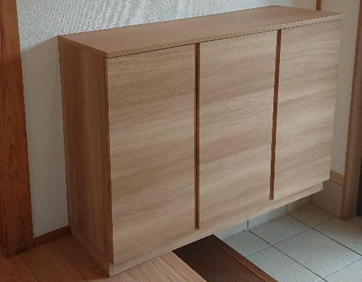 玄関 【同仕様写真】玄関に新品シューズボックスを設置します。