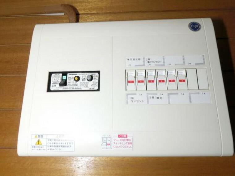 【リフォーム中】分電盤も新品に交換します。各部屋にエアコン専用の回路も新設するためです。電気は必需品。安心してお使いください。