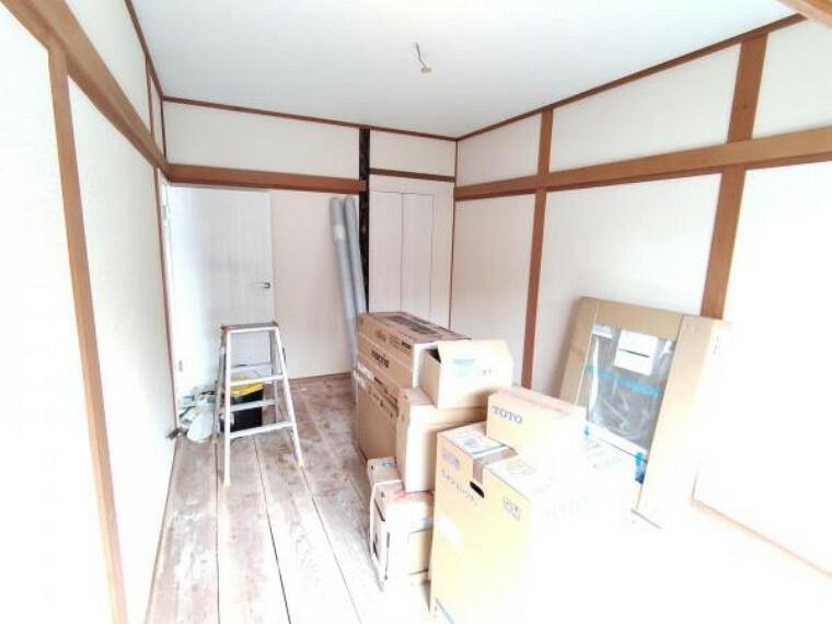 【リフォーム中】1階和室は廊下への扉を新品に交換します。さらに床の間部分を収納スペースに間取り変更を行います。小さいですが、あれば嬉しい収納スペース。ぜひご活用くださいね。